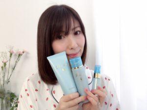 『ラサーナ』の新製品プレミオールを持つ女性